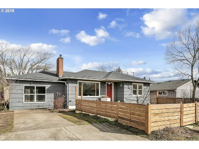 Portland Single Family Home For Sale: 8130 SE 67th Ave