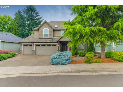 Milwaukie Single Family Home For Sale: 16946 SE Spray Ave