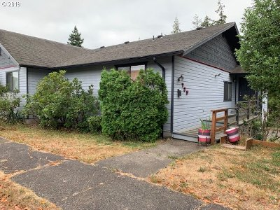 Coquille Single Family Home For Sale: 725 N Collier St