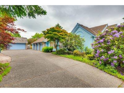Portland Single Family Home For Sale: 621 NW Skyline Blvd