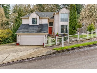 Gresham Single Family Home For Sale: 2120 SE Meadow Ct