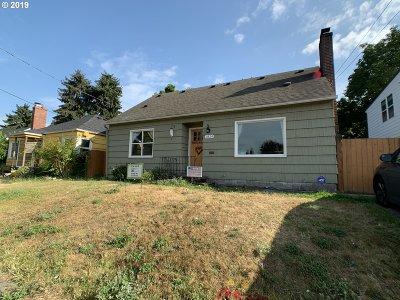Single Family Home For Sale: 1824 NE Dekum St