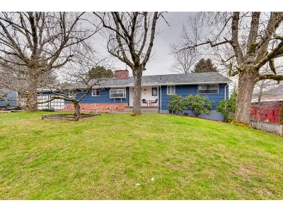 Gresham Single Family Home For Sale: 160 SW Towle Ave