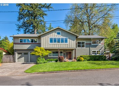 Portland Single Family Home For Sale: 9175 NW Stark Ct