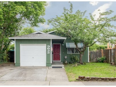 Portland Single Family Home For Sale: 3822 SE 62nd Ave