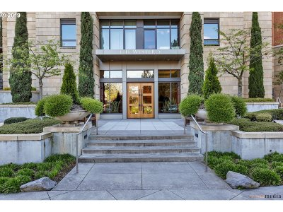 Portland Condo/Townhouse For Sale: 2351 NW Westover Rd #305