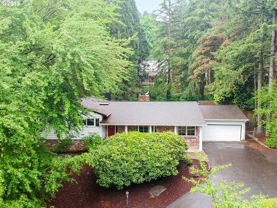 Lake Oswego Single Family Home For Sale: 2388 Overlook Dr