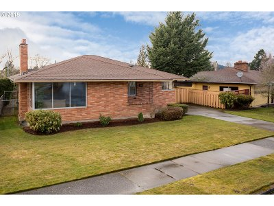 Portland Single Family Home For Sale: 2221 SE 104th Dr
