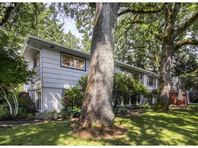Milwaukie Single Family Home For Sale: 4201 SE Hill Rd