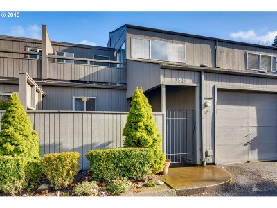 Beaverton Condo/Townhouse For Sale: 1572 NW Tanasbrook Ct