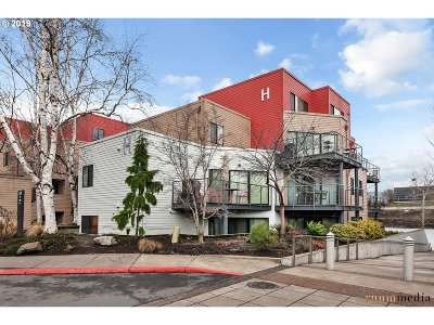 Condo/Townhouse For Sale: 840 NW Naito Pkwy #H1