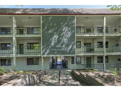 Condo/Townhouse For Sale: 4926 SW Corbett Ave #103