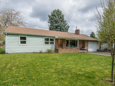 Portland Single Family Home For Sale: 10501 SE Raymond St