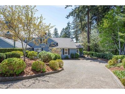 Coos Bay Single Family Home For Sale: 1045 W Date Ave