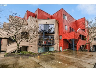 Condo/Townhouse For Sale: 930 NW Naito Pkwy #K-12