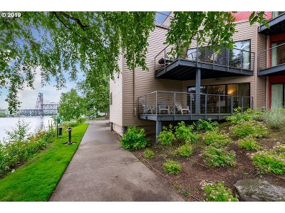 Portland Condo/Townhouse For Sale: 920 NW Naito Pkwy #J1