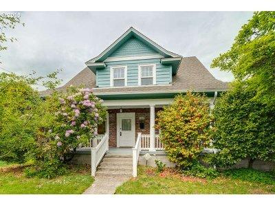 Portland Single Family Home For Sale: 4329 SE Steele St