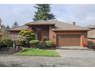 Multnomah County Single Family Home For Sale: 7933 SE 140th Dr