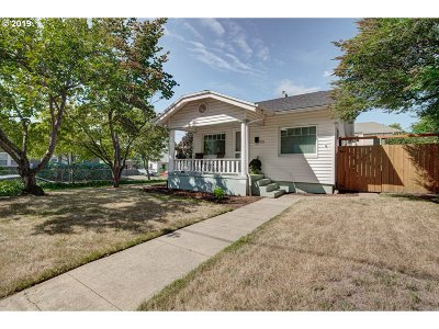 Single Family Home For Sale: 2405 SE Pine St