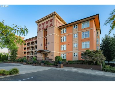 Vancouver Condo/Townhouse For Sale: 2015 SE Columbia River Dr #130