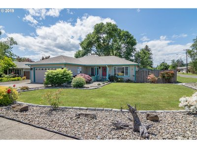 Sutherlin Single Family Home For Sale: 255 Emerald St