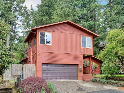 Portland Single Family Home For Sale: 6975 SW Canby St