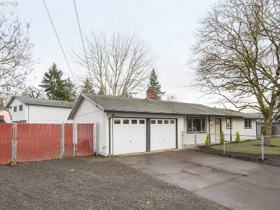 Milwaukie, Gladstone Single Family Home For Sale: 18600 Portland Ave