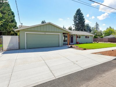 Newberg Single Family Home For Sale: 512 Melody Ln