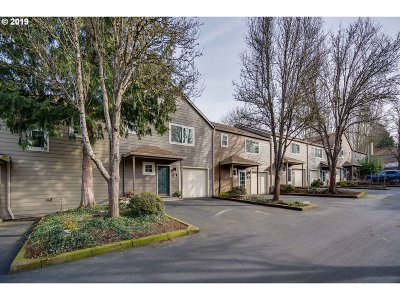Tualatin Condo/Townhouse For Sale: 7137 SW Sagert St #102