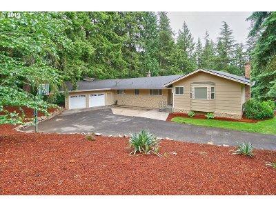 Clackamas County Single Family Home For Sale: 10314 SE Hillcrest Dr