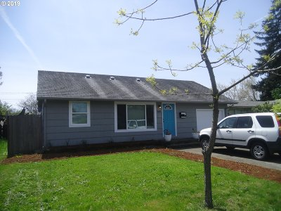 Springfield Single Family Home For Sale: 945 Olympic St