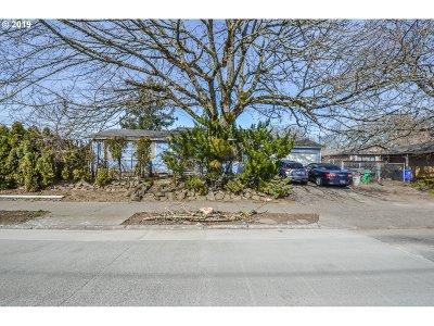 Multnomah County Single Family Home For Sale: 2417 NE Dekum St