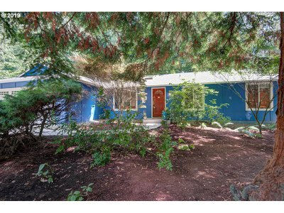 Portland Single Family Home For Sale: 10202 SW 52nd Ave