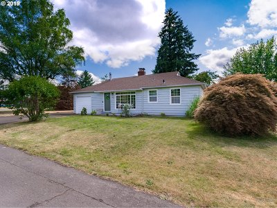 Clackamas County Single Family Home For Sale: 142 Beverly Dr