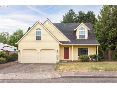 Clackamas OR Single Family Home For Sale: $420,000