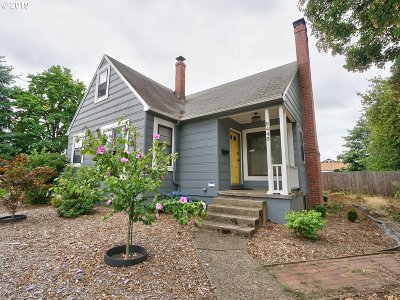 Multnomah County Single Family Home For Sale: 2443 SE 90th Ave