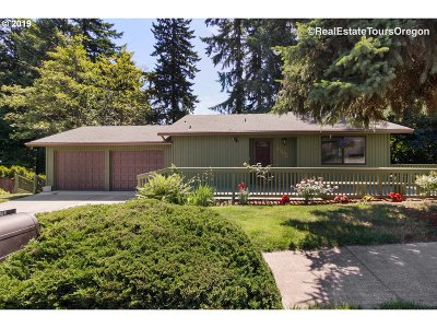 Gresham Single Family Home For Sale: 2282 SE Meadow Ct