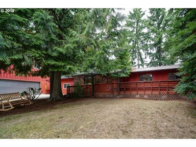 Newberg Single Family Home For Sale: 3513 N College St