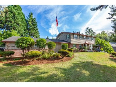 Tigard Single Family Home For Sale: 12220 SW Walnut St