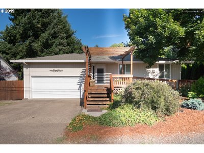 Dundee Single Family Home For Sale: 1009 SE Edwards Dr