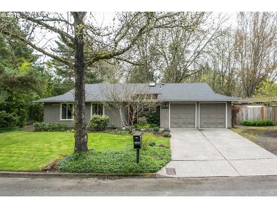 Lake Oswego Single Family Home For Sale: 18280 Indian Creek Dr