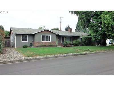 Roseburg Single Family Home For Sale: 210 W Berdine St
