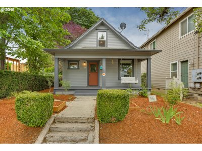 Multnomah County Single Family Home For Sale: 5824 N Syracuse St