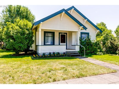 Springfield Single Family Home For Sale: 819 D St