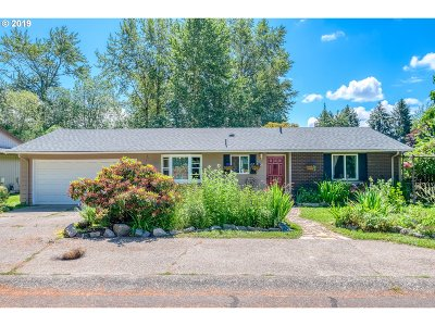 Troutdale Single Family Home For Sale: 3900 SE Pelton Ave