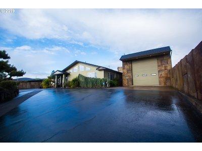 Roseburg Single Family Home For Sale: 2028 NE Airport Rd