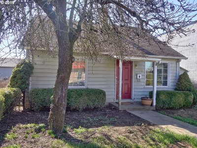 Hillsboro Single Family Home For Sale: 162 SE Oak St