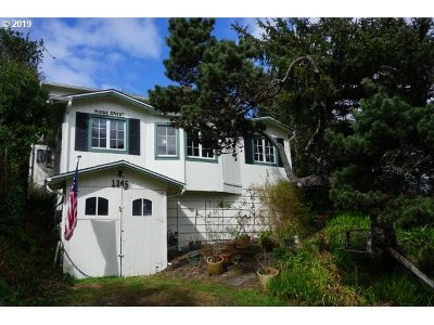 Lincoln City Single Family Home For Sale: 1245 NW Harbor Ave