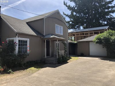 Single Family Home For Sale: 541 SW Dennis Ave