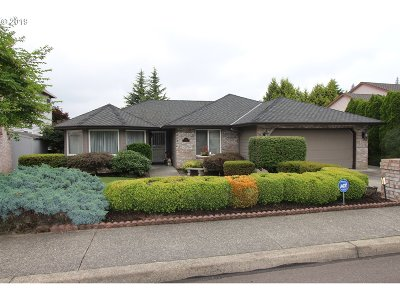 Clackamas OR Single Family Home For Sale: $464,000